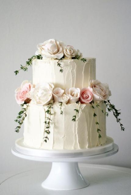 Bolo delicado para casamento com dois andares