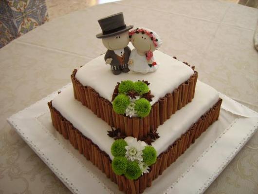 Bolo de casamento bem fofo com dois andares quadrado