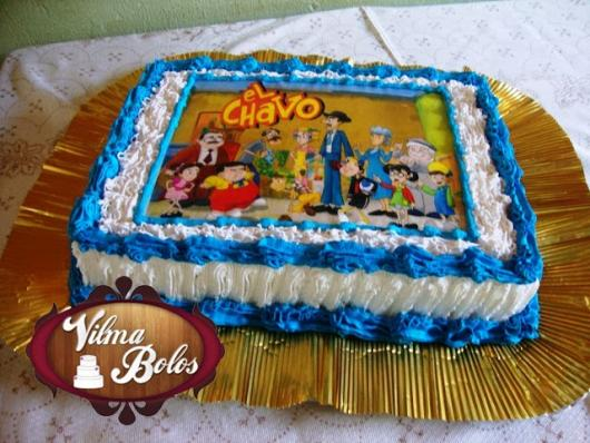Bolo do Chaves com chantilly azul e branco
