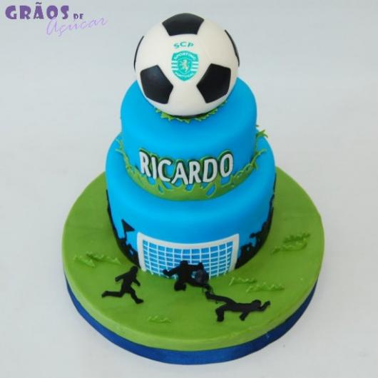 Que tal um bolo azul bem diferente do convencional?