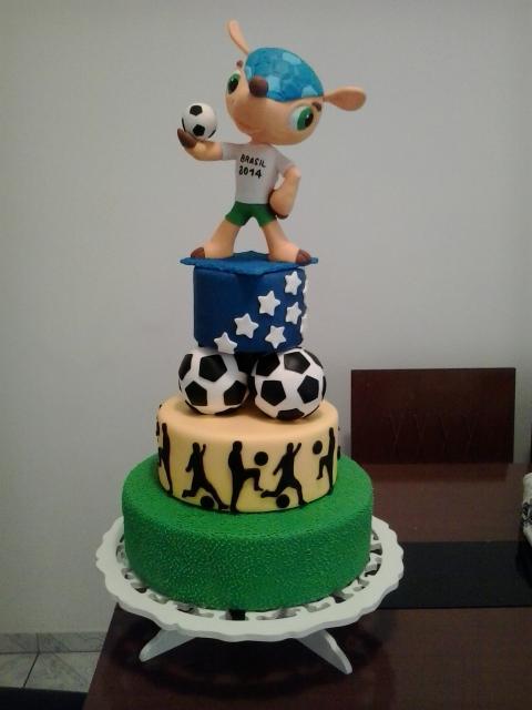 Um bolo futebol perfeito em homenagem à seleção - e com um Fuleco no topo!