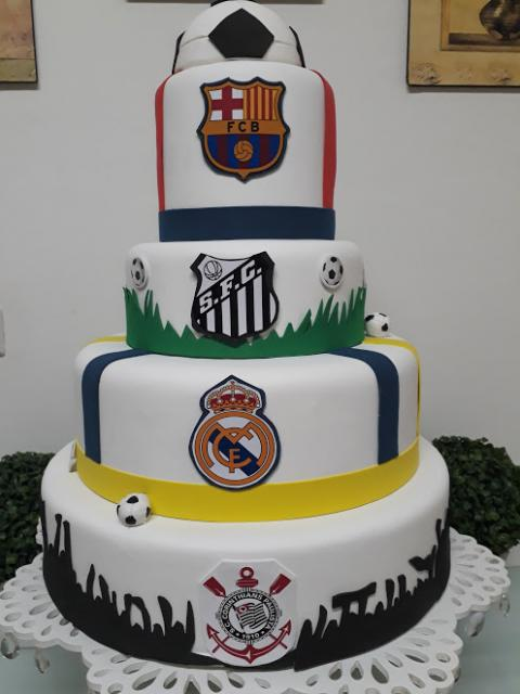 Tem gente que admira vários times de futebol! Use essas referências no bolo!