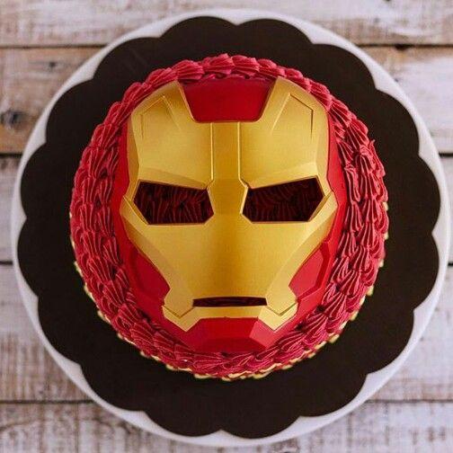 Esse bolo tem até a máscara do Iron Man!