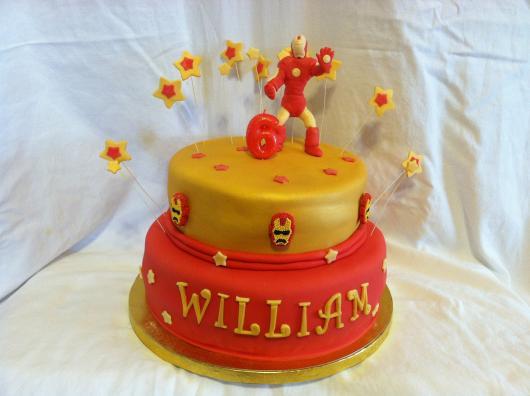 Use todas as referências do herói para confeccionar um bolo deslumbrante!