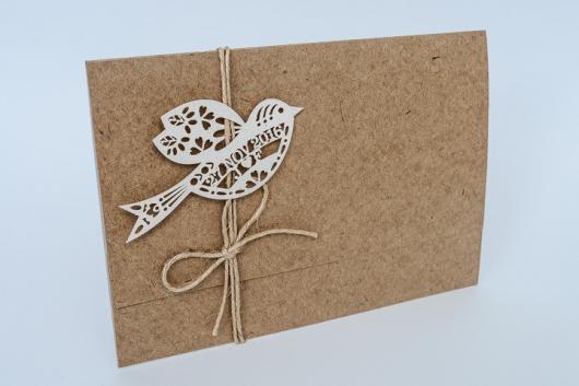 Convite de casamento rústico chique com aplique de passarinho