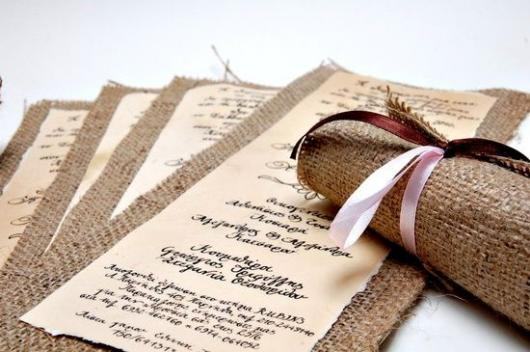 Convite de casamento rústico com juta e laço rosa