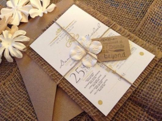 Convite de casamento rústico com juta e flor seca
