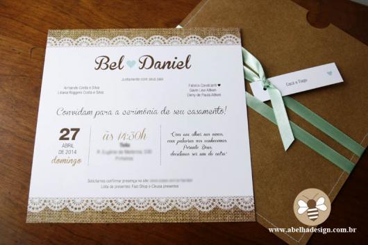 Convite de casamento rústico romântico com laço verde