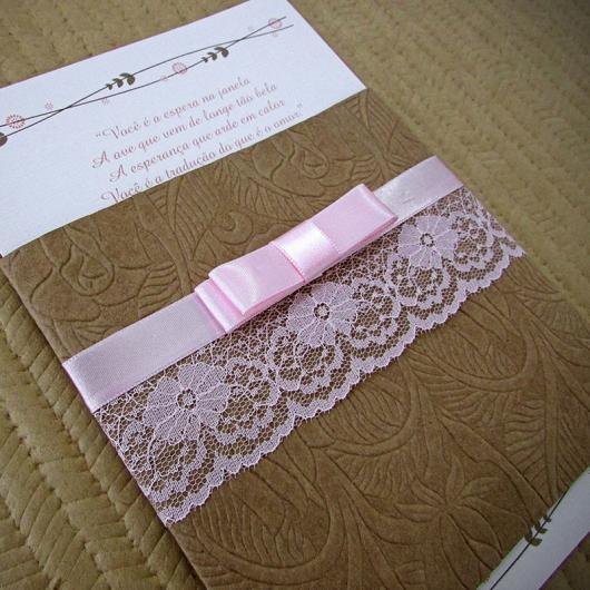 Convite de casamento rústico com renda e laço rosa
