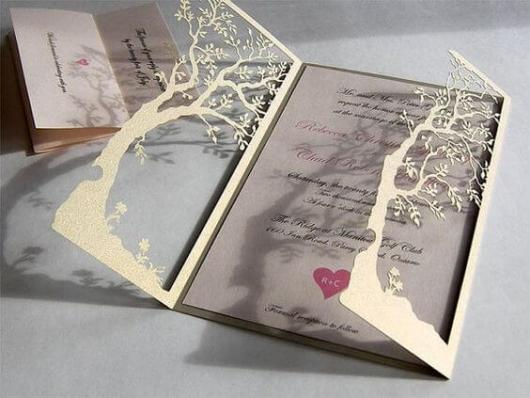 Convite de casamento rústico criativo com recorte de árvore