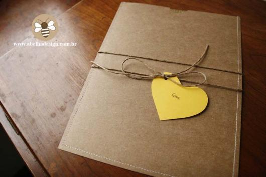Convite de casamento rústico criativo com laço e coração
