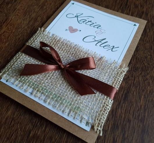 Convite de casamento rústico simples com laço marrom