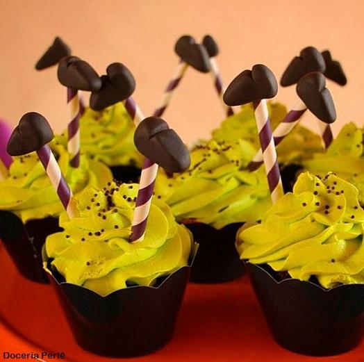 cupcake decorado com chantilly