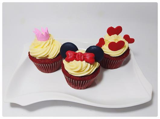 Cupcake personalizado com chantilly e aplique da Minnie
