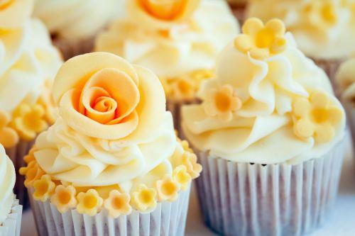 Cupcake personalizado rosa branca