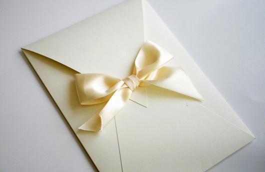 Envelope para convite simples com laço