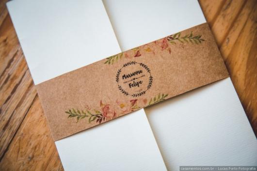 Envelope para convite de casamento com fecho rústico