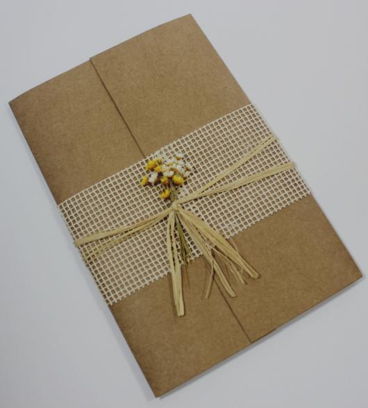 Envelope para convite em papel kraft com juta