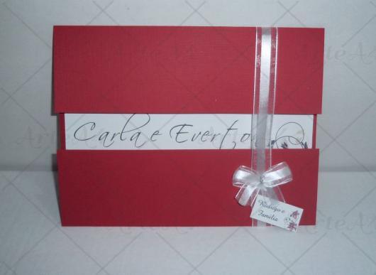 Envelope para convite de casamento vermelho com laço branco