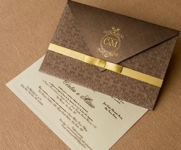 Envelope para convite de casamento rústico com laço dourado