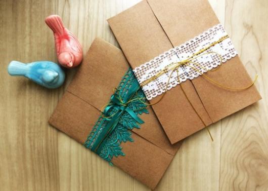 Envelope para convite de casamento rústico com renda azul