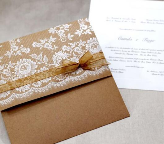 Envelope para convite de casamento rústico com renda