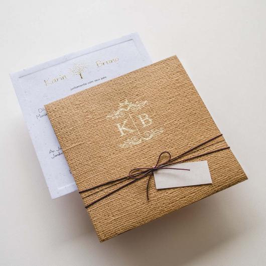 Envelope para convite de casamento rústico com as iniciais dos noivos