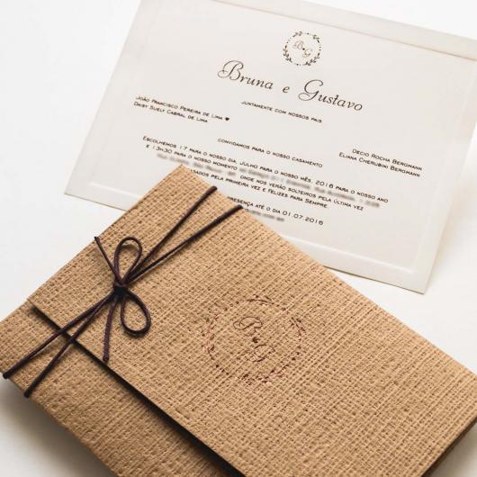 Envelope para convite de casamento rústico com laço de fio encerado