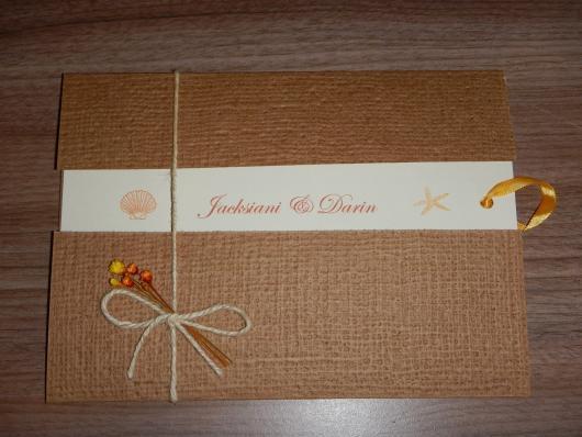 Envelope para convite de casamento rústico com florzinha