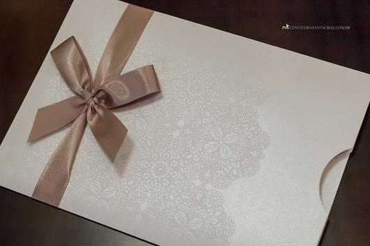 Envelope para convite de formatura branco com relevo