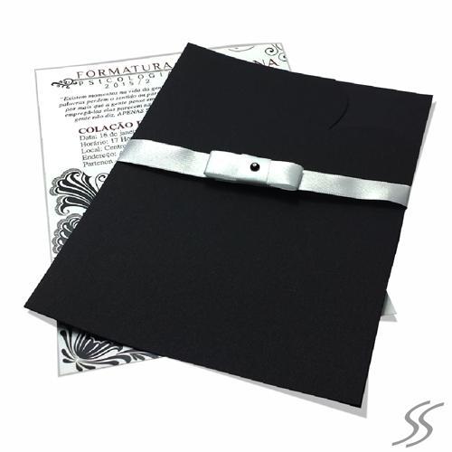 Envelope para convite de formatura preto com laço cinza