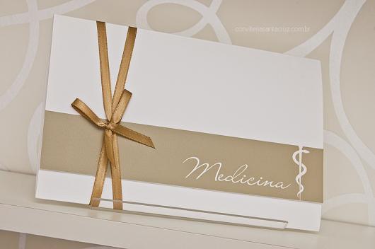 Envelope para convite de formatura branco e bege