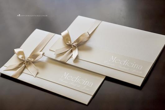 Envelope para convite de formatura bege