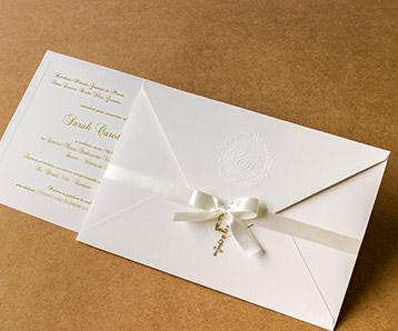Envelope para convite de casamento branco com laço