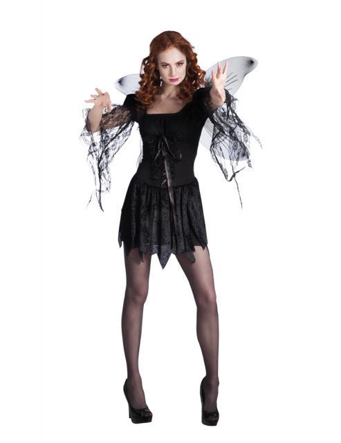 Anja com vestido preto