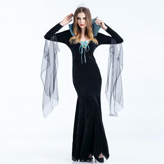 Fantasia de vampira com vestido preto