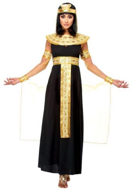 Outra opção de fantasia de Cleópatra feita com vestido preto