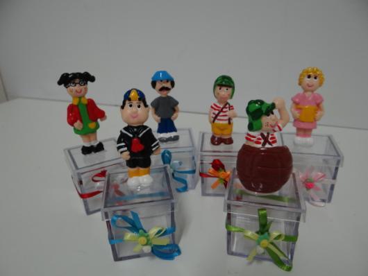 Caixinhas de acrílico com bonequinhos dos personagens