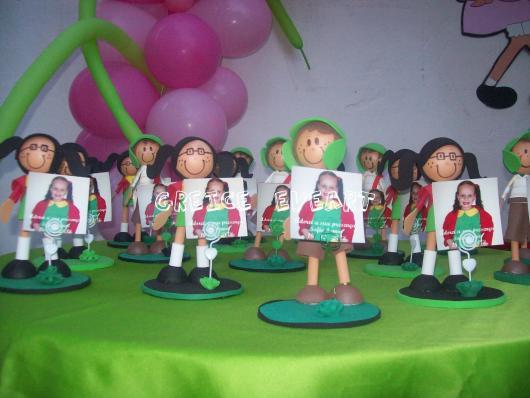 Biscuit dos personagens com a foto do aniversariante