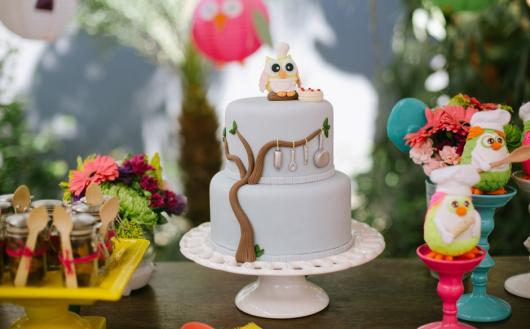 bolo branco clean festa da corujinha