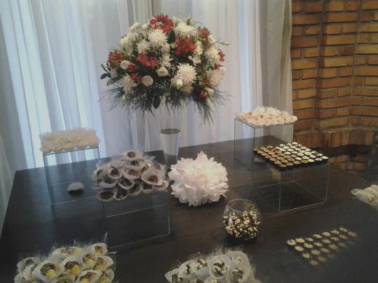 Festa de formatura simples com flores