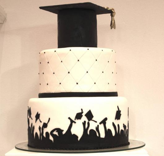 Festa de formatura bolo preto e branco