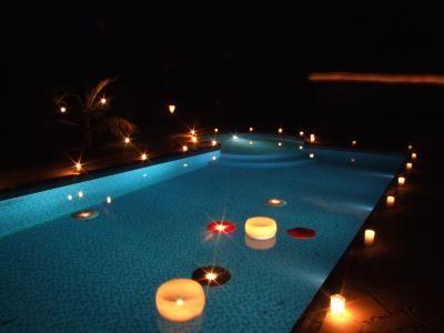 Festa de formatura na piscina com velas