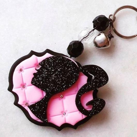 lembrancinha da Barbie chaveiro de biscuit preto e rosa