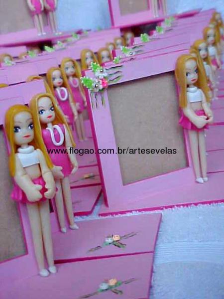Lembrancinha da Barbie porta retrato personalizado com boneca de biscuit