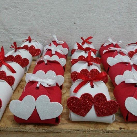 Lembrancinha de Casamento em EVA: embalagem para doces com coração