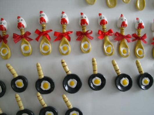 Lembrancinha de Chá de Panela de Biscuit: ímãs de geladeira