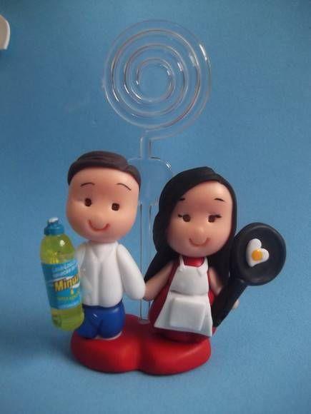 Lembrancinha de Chá de Panela de Biscuit: casal com porta recado