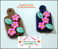 Lembrancinha de Chá de Panela de Biscuit: tábua com flores
