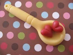 Lembrancinha de Chá de Panela de Biscuit: colher com coração
